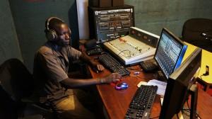 Radio studio Pol FM, Benard aan het werk