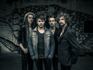 HeavyLight Promo 2014 1 - Credit Adrian Kuipers (low res)