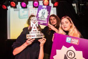 uitreiking-diverse-awards-kickoff-popweek-met-popquiz-uitreiking-rotterdam-music-awards-rotown-28-okt-2016-30
